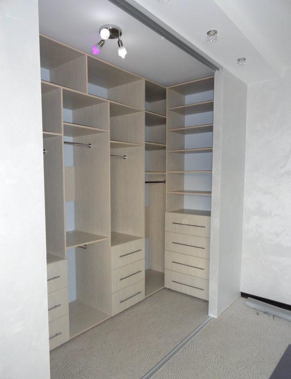 Встроенная гардеробная белфорт от компании мебельщик56 купит.