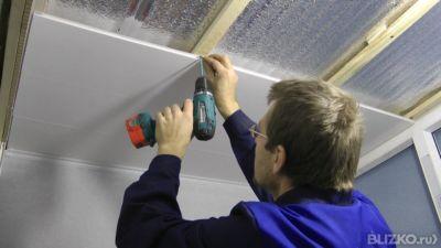 Как сделать потолок пластиком