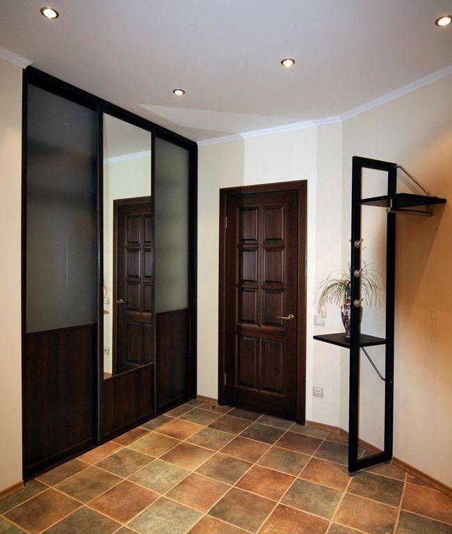 шкаф купе со стеклянными дверями белый с коричневыми вставками