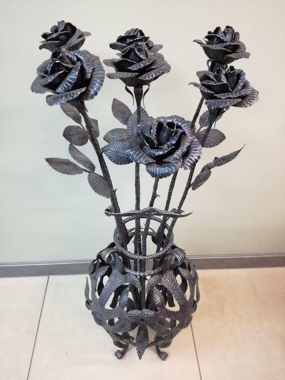 кованые вазы для цветов фото были